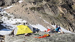 <strong>Applebee in the sun</strong></br>                         Applebee Dome is a climber's campground at the Bugaboos, offering a slightly cheaper alternative to the hut.